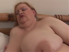 fat busty women playing with herself